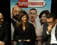 Dany Boon cómico francés imita al cerdo mexicano con influenza