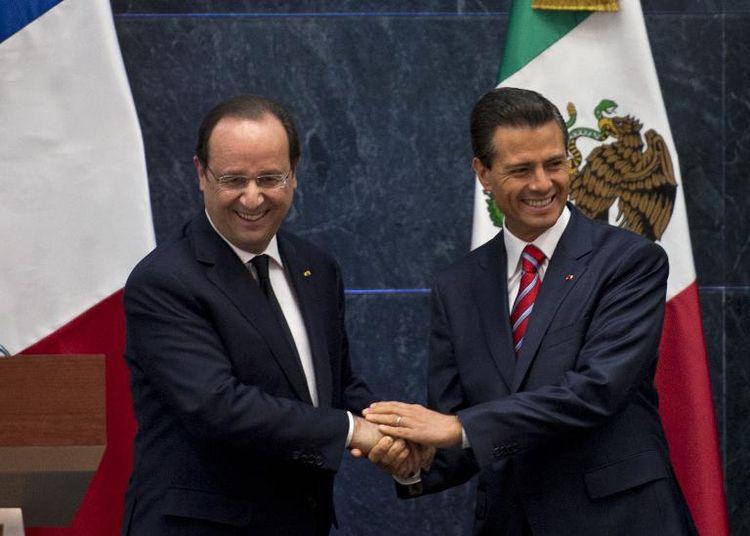 le-president-francois-hollande-gauche-serre-la-main-du-president-mexicain-enrique-pena-nieto-a-mexic